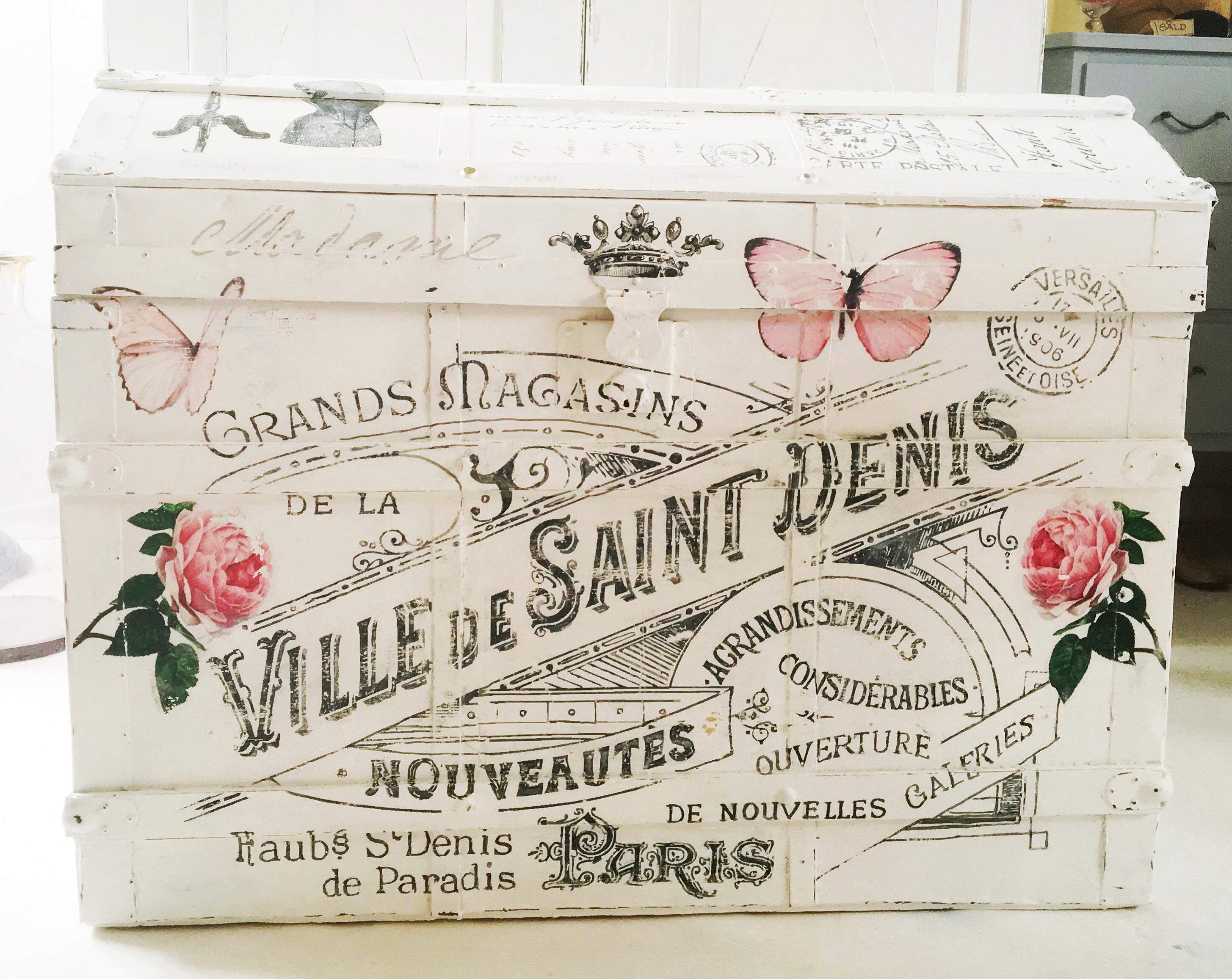 himlarum kista shabby chic med franska texter och rosor. Black Bedroom Furniture Sets. Home Design Ideas