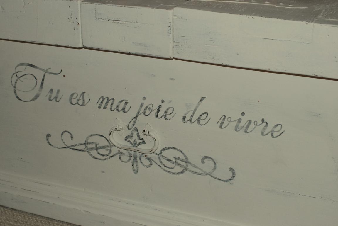 kistbord möbler ~ himlarum  kistbord soffbord med fransk text på alla fyra