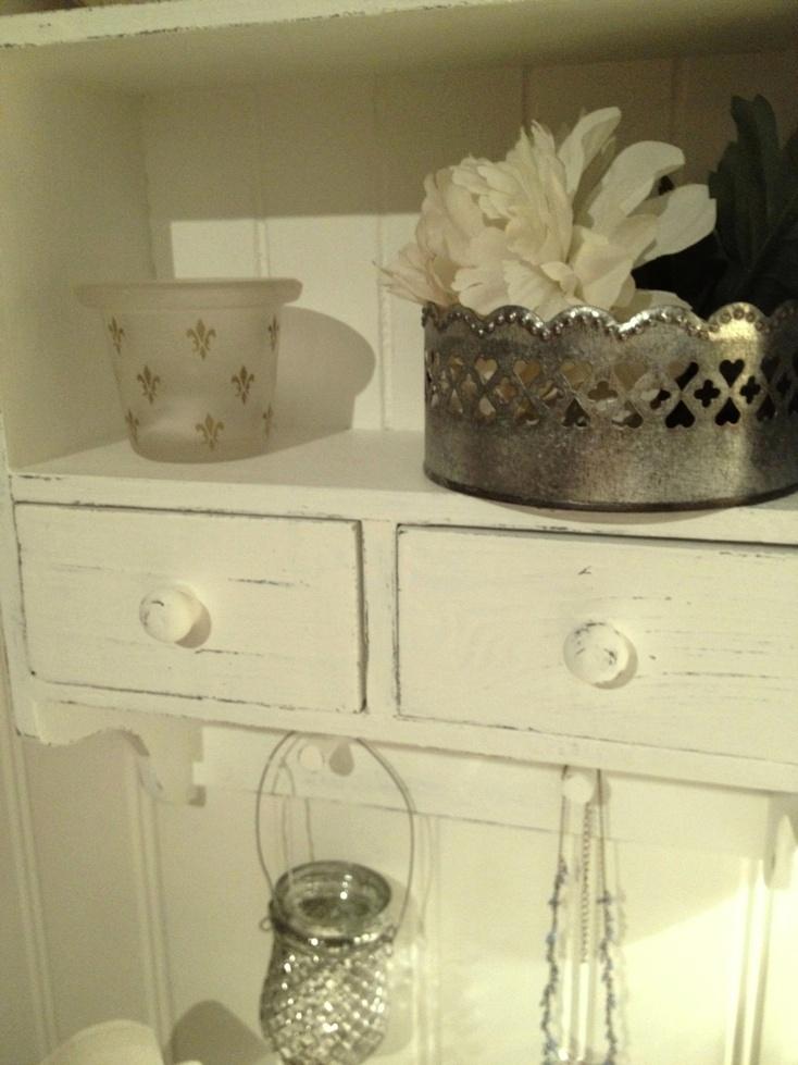 himlarum litet v ggsk p hylla shabby chic. Black Bedroom Furniture Sets. Home Design Ideas