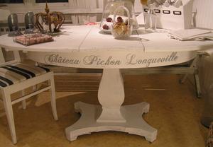 Ovalt matsalsbord/pelarbord med franska vinnamn
