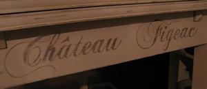 Matsalsbord med franska vinnamn