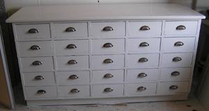 Gammal köpmandisk med 25 lådor