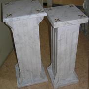 Marmorerade träpiedestaler