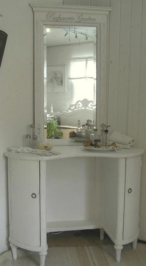 Underbart toalettbord från förra sekelskiftet