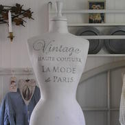 Provdocka Vintage Haute Couture vit shabby chic