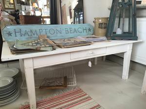 Vitt lantligt soffbord plankbord shabby chic med låda