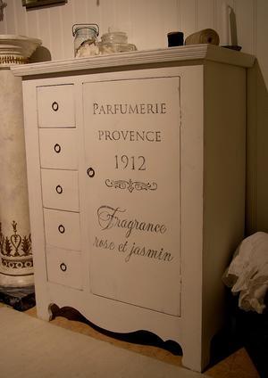Skåp Parfumerie Provence