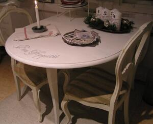 Romantiskt lantligt slagbord rokokostil med fransk text