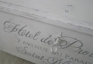 Gammal kista/soffbord Hôtel de Provence