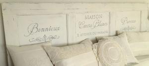 Sänggavel med fransk text - av gammal spegeldörr