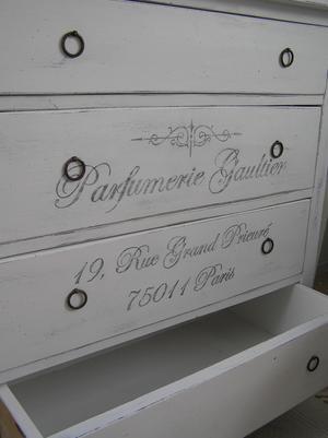 Gammal, romantisk byrå Parfumerie Gaultier