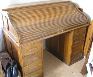 Grosshandlarskrivbord i ek med rulljalusi