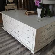 Soffbord kistbord med 12 st lådor och fransk text