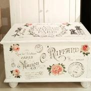 Kista soffbord fransk text, rosor, provdockor och stämplar