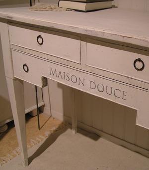 Nätt skrivbord databord sideboard Maison Douce