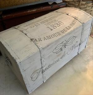 Grå antik kista sittbänk med fransk text