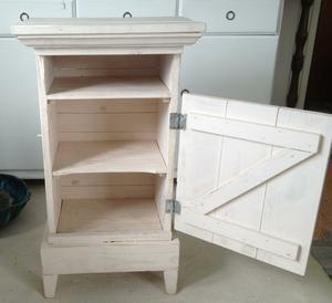 Lantligt puderrosa sängbord / sideboard