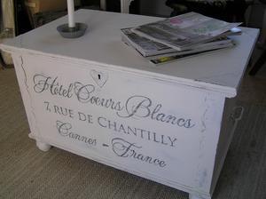 Kista med fransk text