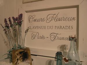 Pottskåp kommod med fransk text Lyckliga Hjärtan
