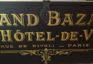 Svart kistbord soffbord 12 lådor  fransk guldtext