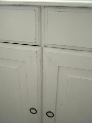 Skänk skåp shabby chic med tre dörrar och tre lådor