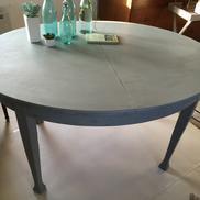 Grått ovalt matbord jugend