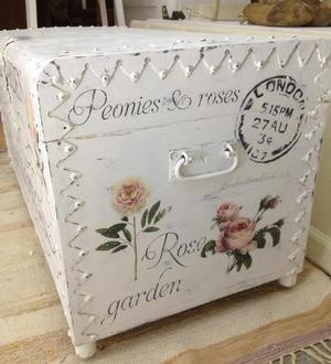 Kista / soffbord engelska text, rosor & pioner