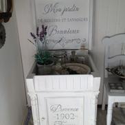 Kommod pottskåp med fransk text
