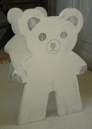 Barnstol barnpall med nallar som gavlar