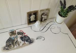 Barnskrivbord shabby chic med näpna katter