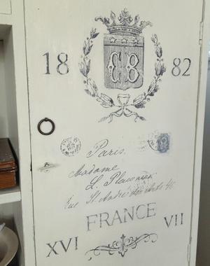 Skänk sideboard skåp med krans, krona, franskt brev