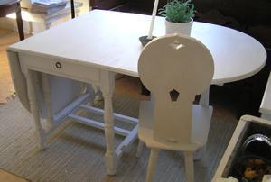 Slagbord med svarvade ben