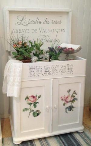 Antik kommod skåp med rosor och fransk text