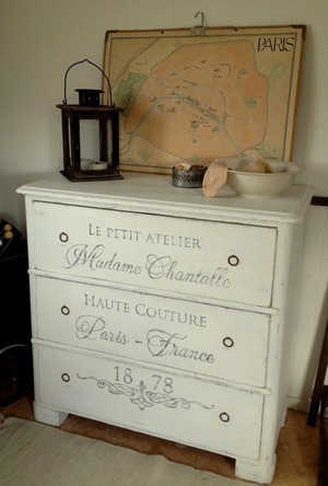 Byrå 1800-tal Le petit atelier Madame Chantalle