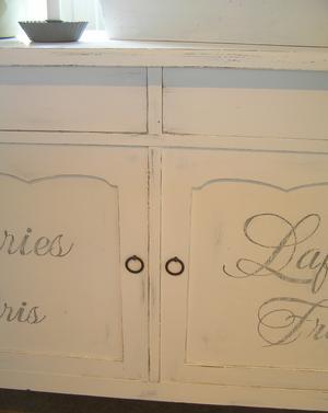 Skänk Galeries Lafayette med svängda ben
