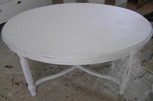 Ovalt soffbord med kryssben gustaviansk stil