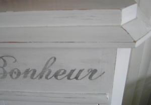 Nätta sängbord/sideboards med frank text