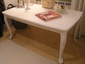 Stort soffbord i rokokostil med svängda ben