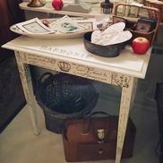 Litet bord / miniskrivbord med franska texter