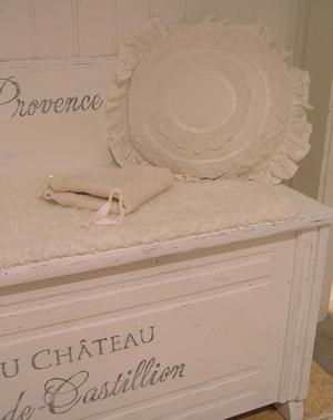 Nätt soffa med förvaring text Lavande de Provence