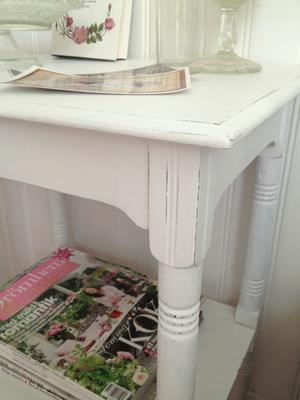 Sängbord sideboard med fina detaljer