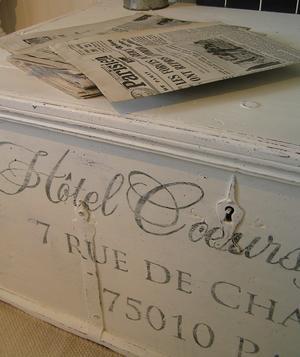 Stor kista soffbord med fransk text