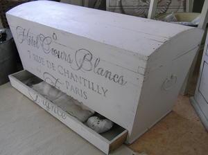 Kista med låda Hôtel Coeurs Blancs