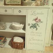 Skåp bokhylla shabby chic med rosor och fransk text
